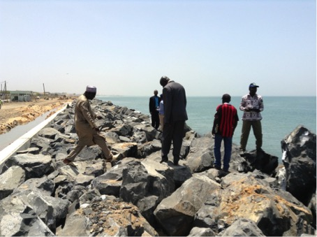 Visit of the Seawall in Thiawlene in Senegal by Benin's National Implementing Entity (NIE) staff and UNFCCC focal point: explanations provided by the Mayor of the City of Rufisque, Senegal